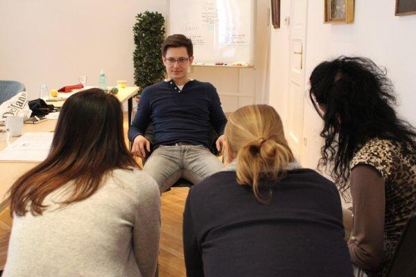 Übungen Zum Thema Körpersprache Und Menschen Lesen.